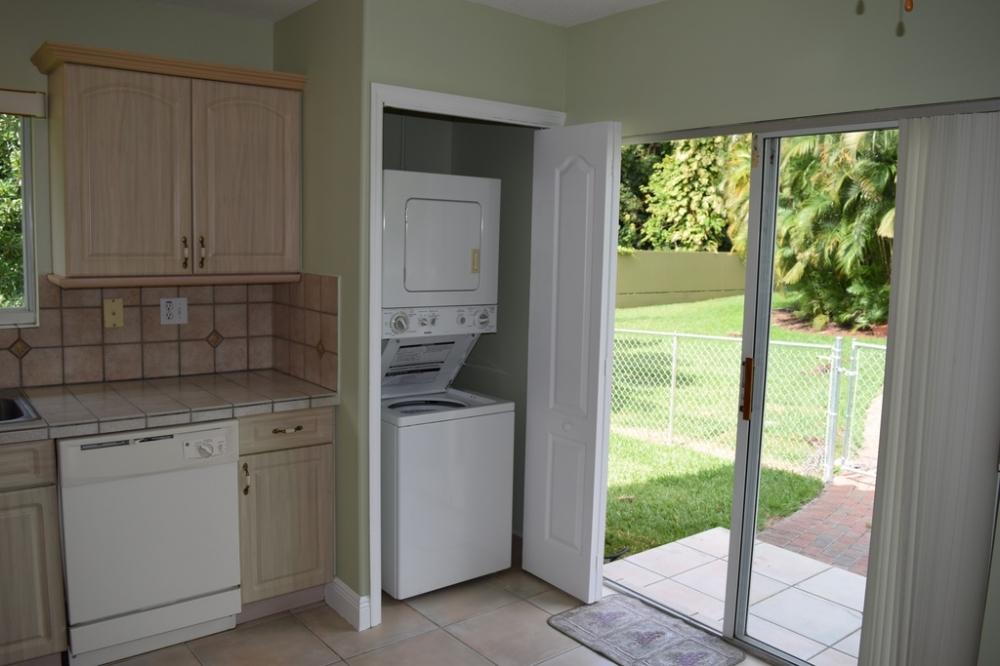 3 Bedroom 2 Bath House 1 mile from FIU    House For RentRoom To Rent   3 Bed 2 Bath House For Rent in Miami FL Ad 9537. 3 Bedroom 2 Bath House. Home Design Ideas
